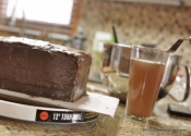 A Simple Method for Making a Four-Layer Chocolate Cake with One Pan.